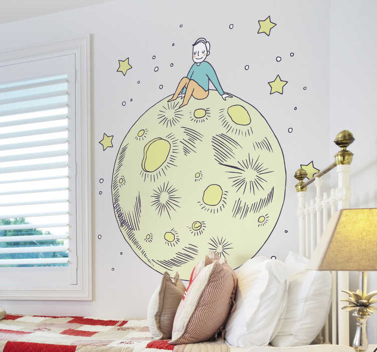 """TenStickers. Naklejka na ścianę Mały Książę na księżycu. Naklejka ścienna inspirowana baśnią """"Mały Książę"""", przedstawiająca chłopca siedzącego na księżycu w otoczeniu gwiazd. Idealna naklejka dla każdego fana Małego Księcia! Ceny już od 8,75 zł!"""