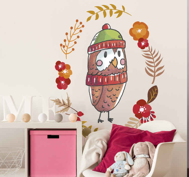 TenVinilo. Vinilo habitación infantil búho otoño. Vinilo para pared de dormitorio juvenil con el dibujo de un búho con aire otoñal, abrigado y rodeado de flores y hojas en tonos rojizos y marrones.