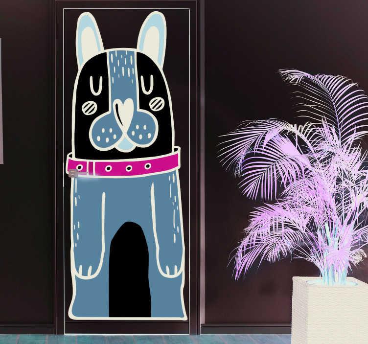Tenstickers. Ovitarra koira. Ovitarra koira. Suloinen ruskean ja valkoisen sävyinen koira sisustustarra, jolla on vihreä kaulapanta kiinnitettäväksi oveen.