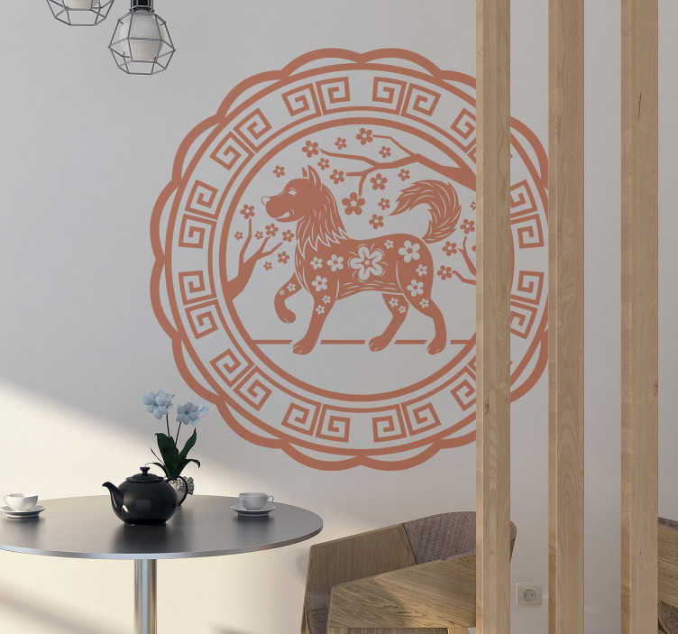TenStickers. Naklejka na ścianę rok chińskiego psa. Naklejka na ścianę, przedstawiająca psa, najlepszego przyjaciela człowieka. Dekoracja jednocześnie upamiętnia chiński rok psa! Nasi graficy pomogą Ci z projektem!
