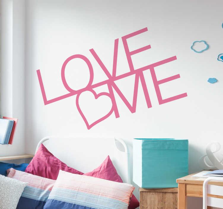 TenStickers. Naklejka na ścianę Love me. Naklejka ścienna z napisem Love me i serduszkiem Idealna do dekoracji sypilanii czy pokoju dziecka. Naklejka doda piękny efekt pomieszczeniu w którym ją umieścisz i sprawi uśmiech na Twojej twarzy