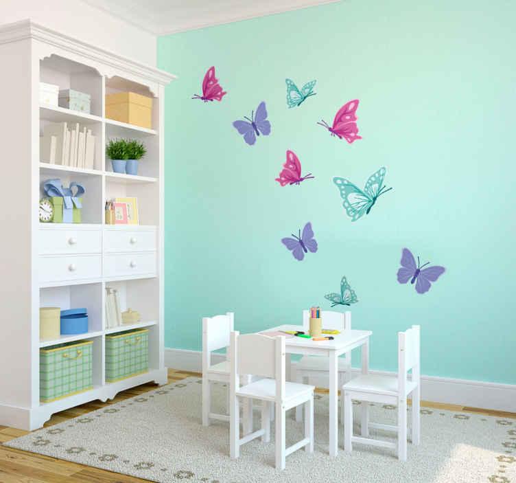 TenStickers. Sticker papillon chambre fille. Sticker enfant représentant une nuée de papillon violets, bleus et roses dans des tons pastels  Décorez la chambre ou espaces de jeux de vos enfants avec cet autocollant animalier Parfait pour les enfants qui aiment la nature et les animaux, ainsi que les couleurs douces