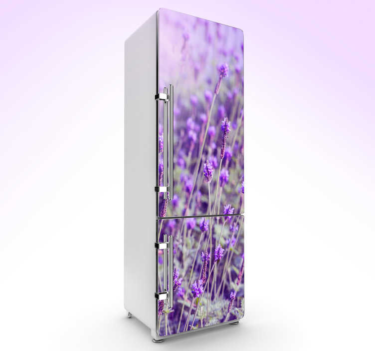 TenVinilo. Vinilo para nevera violeta. Vinilos decorativos para neveras con una bonita fotografía de un campo de lavandas, ideal para darle un toque fresco a tu cocina.