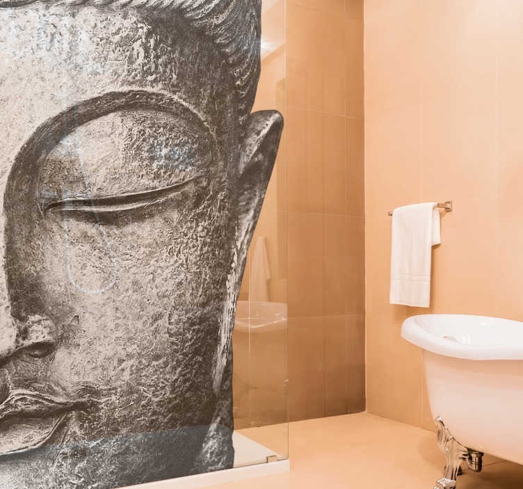 TenStickers. Sticker paroi de douche tête de bouddha. Sticker salle de bain représentant la tête d'un bouddha. Un sticker paroi de douche qui apportera une touche zen. Un sticker original dont vous pourrez choisir les dimensions pour que notre autocollant s'adapte au mieux à votre propre paroi de douche est le meilleur rendu possible.