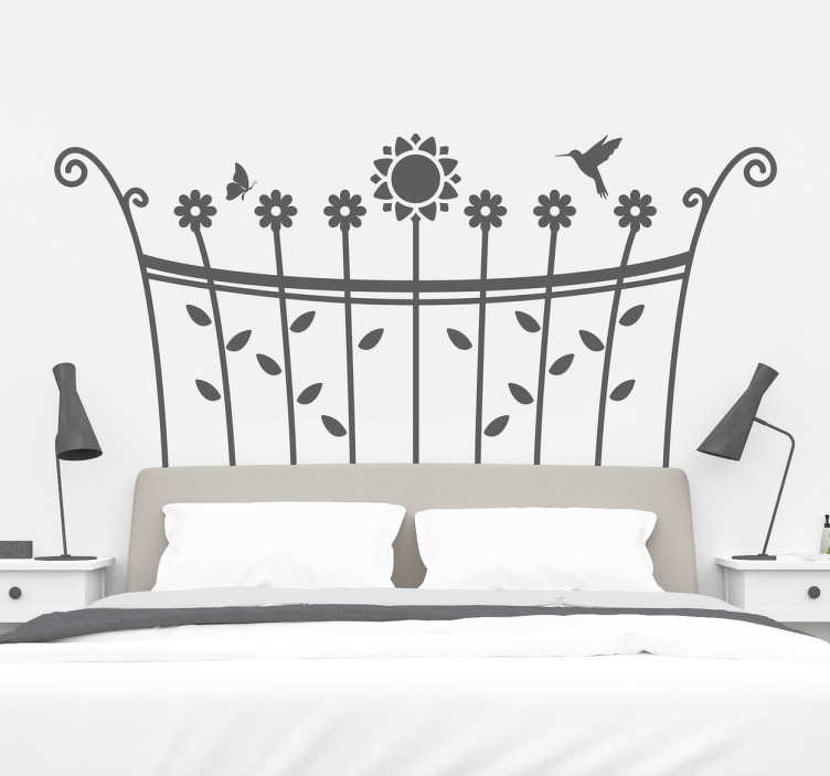 TenStickers. Adesivo para cabeceira primavera. Agora pode entrar no seu quarto e deslumbrar-se com este adesivo de parede para cabeceira com um estilo de primavera com pássaros e flores.