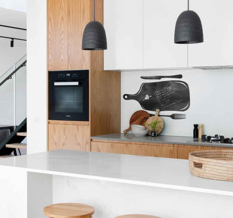 TenStickers. Krijtbord sticker keuken. Decoreer de keuken op gepaste wijze met deze krijtbord sticker. De wanddecoratie is gemaakt voor de keuken met een design van snijplank met mes en vork.