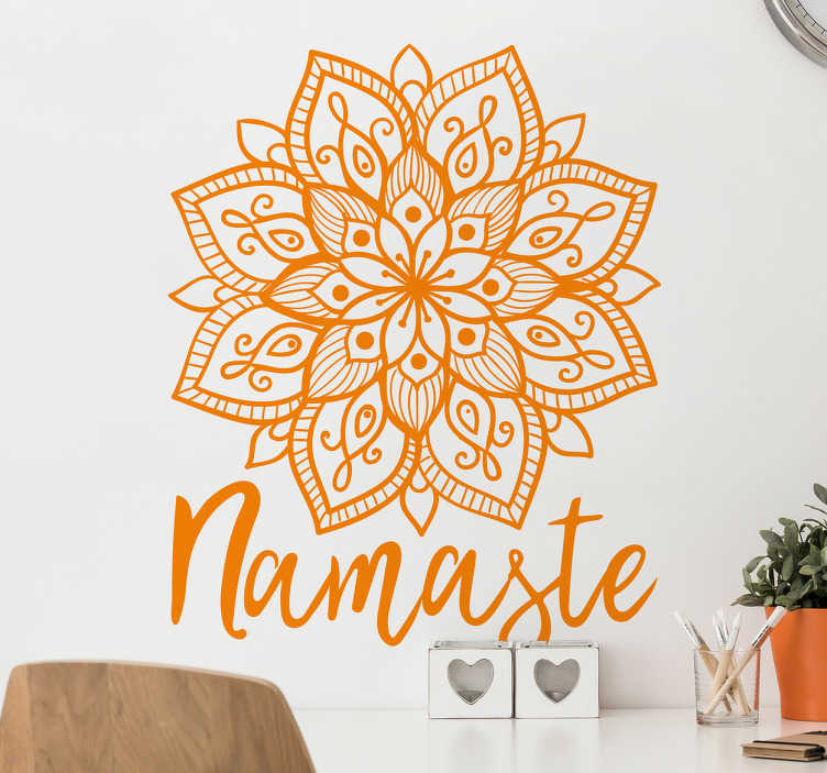 """TenVinilo. Vinilo Mándala hindú. Vinilos para pared Yoga con un ornamento floral de inspiración India y el texto """"Namasté"""" en la parte inferior."""
