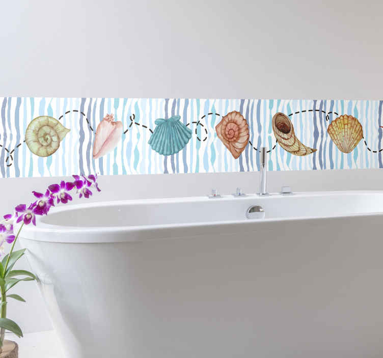 TENSTICKERS. 貝殻ボーダーステッカー. ここでは、バスルームに最適な、貝殻のパターンが異なる色で描かれたこの装飾的なボーダーステッカーを紹介します。非常に長持ちする素材。