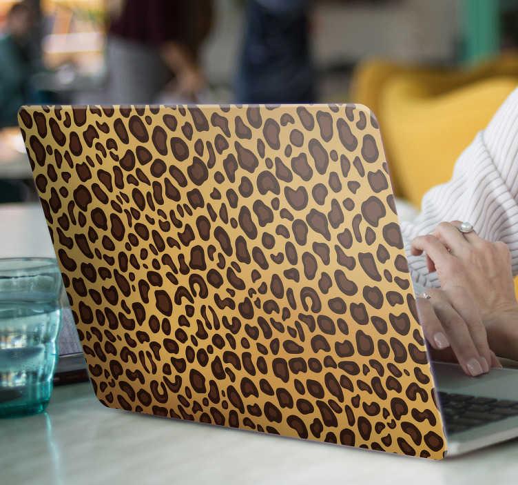 TenStickers. Naklejka na laptopa z motywem panterki. Naklejka na laptopa z motywem brązowej panterki. Jeśli jesteś osobą, która uwielbia dziką naturę, ta naklejka jest idealna dla Ciebie!