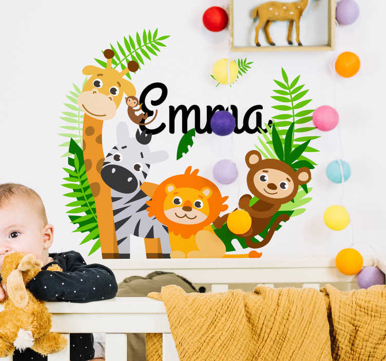 TenStickers. Naamsticker jungle dieren. Maak van de kinderkamer een jungle kamer met deze muursticker! De naamsticker bestaat uit een naam die te personaliseren is omringd door meerdere dieren uit de jungle.
