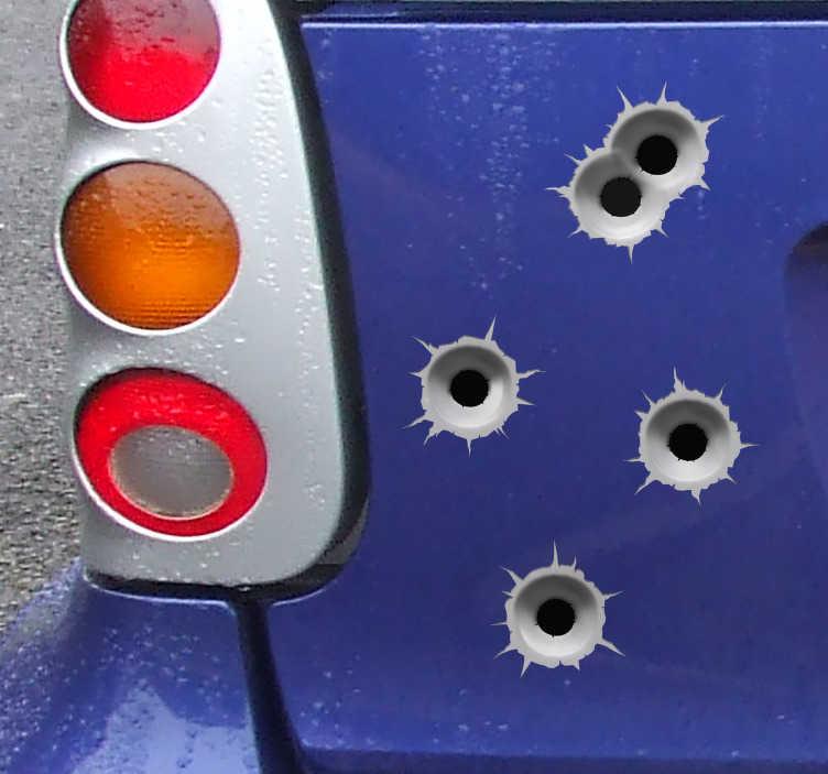 TenStickers. Naklejki samochodowe dziury po kulach. Naklejki samochodowe z iluzją optyczną i wzorem dziury po kuli, aby oszukać pasażerów i pojazdy za sobą. Spersonalizuj swój samochód lub motocykl za pomocą tego zestawu kalkomanii vfx, z pewnością przyciągnie uwagę ludzi z wszystkich właściwych powodów.