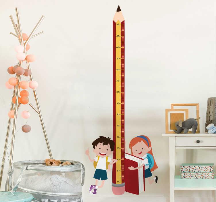 TenVinilo. Vinilo decorativo medidor escuela. Vinilos medidores con el dibujo de un lápiz y en la base del mismo dos jóvenes estudiantes. Dibujos para pared ideales para casa o el colegio.