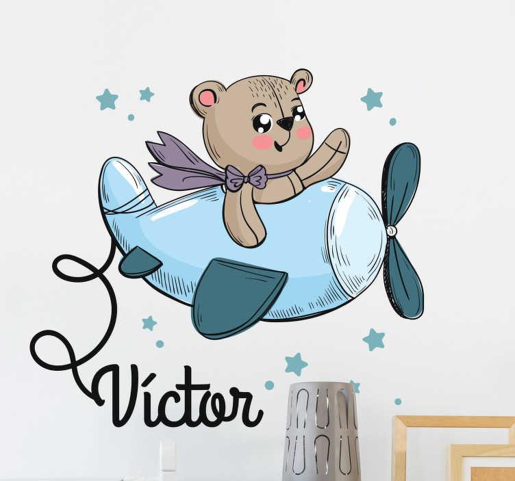 TenVinilo. Vinilos infantiles con nombre oso avión. Pegatinas con nombre para la decoración del cuarto de los más pequeños de casa con el dibujo de un peluche aviador.