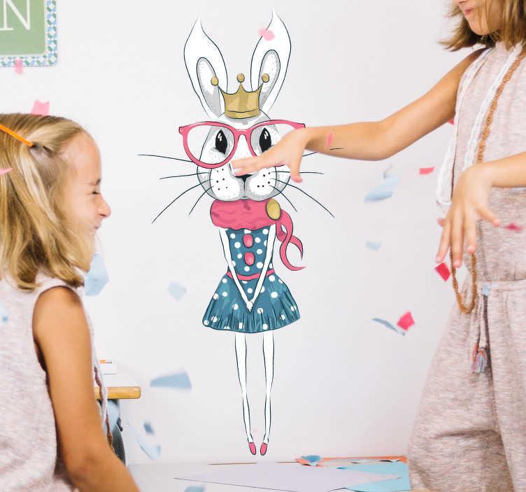 TenStickers. Naklejka dla dzieci. Naklejka na ścianę dla dzieci przedstawiająca białego króliczka w koronie i sukience Ta naklejka ścienna która jest świetnym pomysłem by ozdobić pokój dziecka Przypraw uśmiech na buzi Twojego dziecka z tą kolorową i ciekawą naklejką