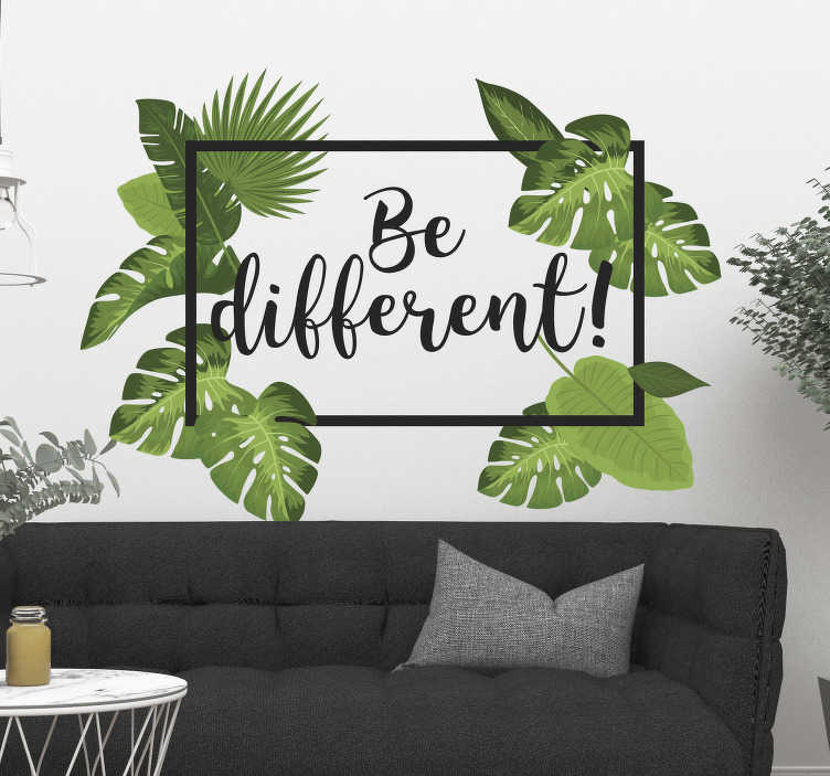 """TenStickers. Naklejka dżungli może być inna. Jeśli szukasz motywującego i egzotycznego designu, ta naklejka ścienna jest idealna dla ciebie. Naklejka ścienna zawiera liście dżungli otaczające prostokąt z tekstem """"być innym! """"."""