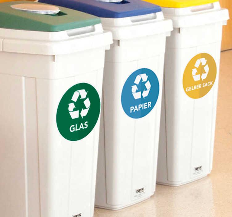 TenStickers. Nalepka za ločevanje odpadkov. Ikonična nalepka za zabojnike za odpadke z obliko simbola za recikliranje. Na voljo je v poljubni velikosti in je enostaven za uporabo.