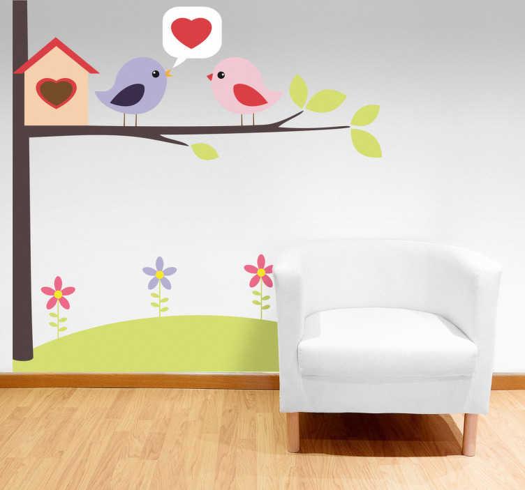 TenStickers. Adesivo cameretta passerotti innamorati. Sticker decorativo che raffigura due graziosi uccellini innamorati che cinguettano sull'uscio della loro casetta.