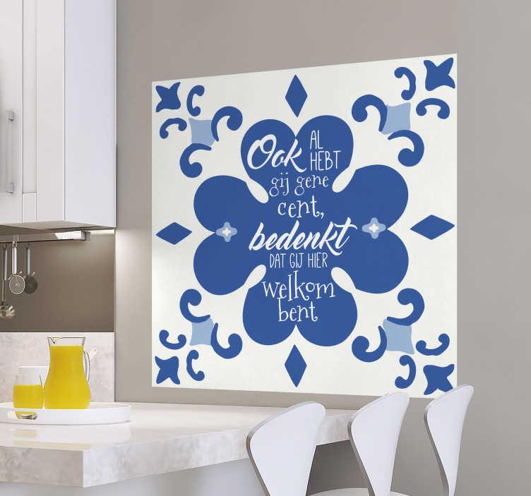 TenStickers. Sticker tegel delfts blauw gene cent. Decoreer de lege muren in de kamer met deze sticker van een delfts blauw tegeltje met daarop de bekende spreuk 'ookal hebt gij gene cent, bedenkt dat gij hier welkom bent'.