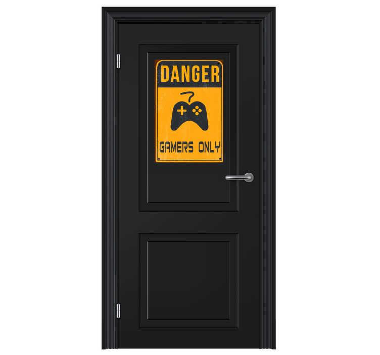 """TenStickers. Naklejka na ścianę """"Danger. Gamers only"""". Naklejka na drzwiz napisem """"Danger. Gamers only"""". Dekoracja ścienna idealna dla każdego fana gier!"""