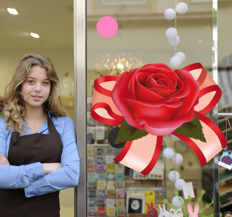 TenStickers. Naklejka dekoracyjna róża i wstążka. Elegancka naklejka ozdobna z wstążką i czerwoną różą pośrodku. Ciekawy pomysł na dekorację sklepu.