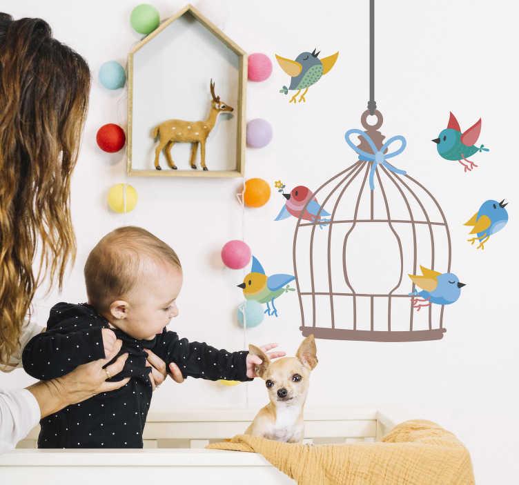 TenStickers. Muursticker vogels kooi kinderkamer. Breng een levendige en vrolijke sfeer in de kinderkamer met deze muursticker met vogels die uit een kooi vliegen. Het design is speciaal gemaakt voor kinderen.