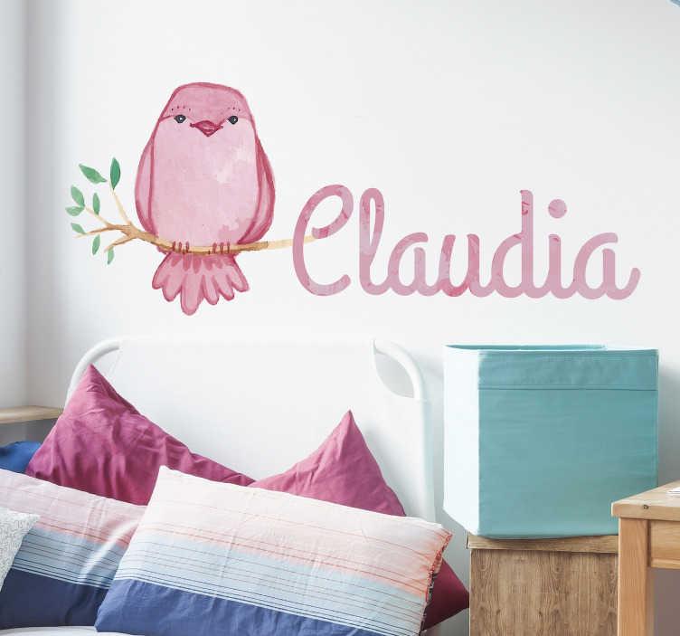 TenStickers. Spersonalizowana naklejka na ścianę z ptakiem. Spersonalizowana naklejka ścienna dla dzieci z kolorowego różowego ptaka spoczywającego na gałęzi obok nazwy wybranego napisanego piękną czcionką kursywą. Ta naklejka na ścianę dla ptaków idealnie nadaje się do nadania dziecku indywidualnego charakteru i uczynienia go wyjątkowym.