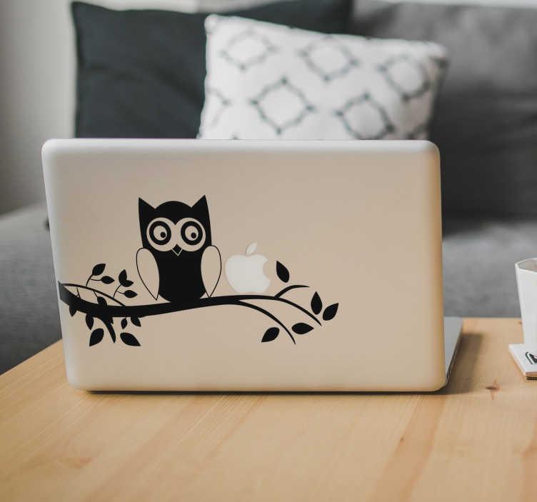 TenStickers. MacBook Aufkleber Eule auf Ast. Liebevoller und eleganter MacBook Aufkleber einer auf einem Ast sitzenden Eule mit dem Sie Ihren Laptop zu einem absoluten Hingucker machen. Personalisieren Sie Ihren Laptop mit einem originellen Sticker.