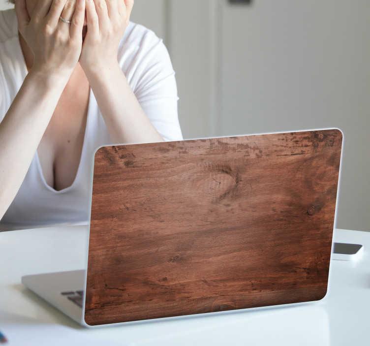 TenStickers. Autocolante para portátil simulação Madeira. Decore o teu computador com este autocolante para portátil com um padrão em madeira, perfeito para enganar seus amigos e combinar a decoração da sua casa.