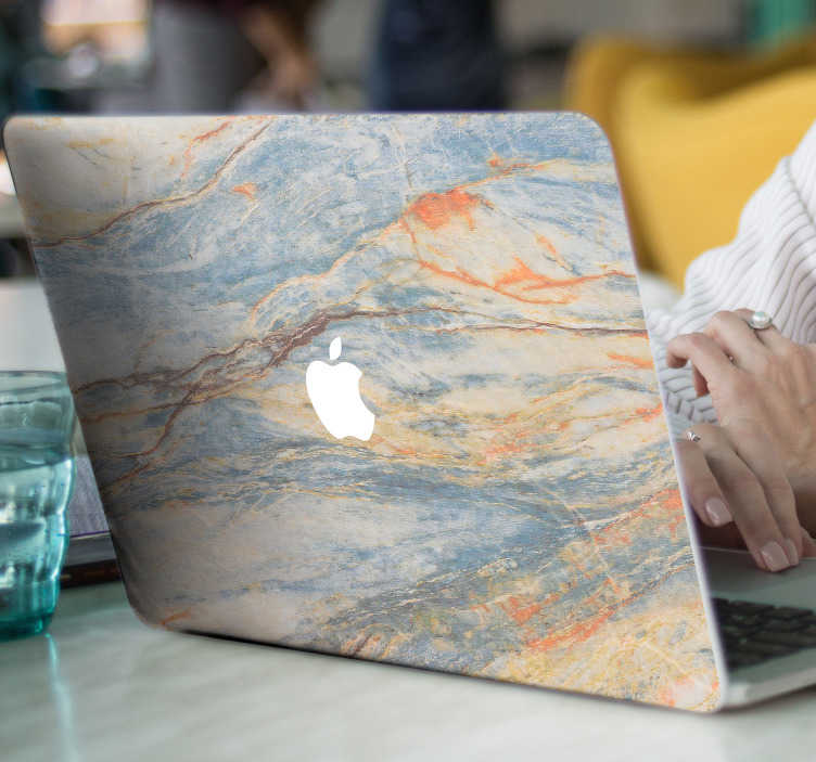 TenStickers. Marmurowa naklejka na macbook. Wspaniała marmurowa skórka do laptopa do personalizacji twojego macbooka lub macbook pro. Ta wspaniała naklejka na laptopa przedstawia wzór w kolorze niebieskim i pomarańczowym, aby twoje urządzenie wyróżniało się i chroniło przed brudem i zadrapaniami.