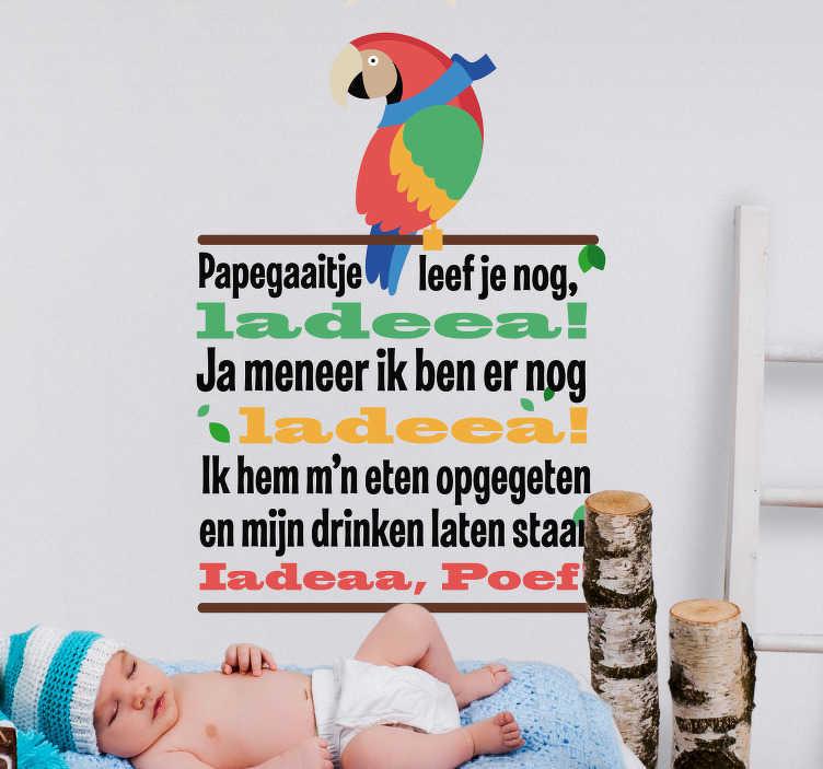 TenStickers. Muursticker papegaaitje leef je nog. Breng gezelligheid en muziek in de kinderkamer met deze muursticker. De tekst van het wel bekende liedje papegaaitje leef je nog is afgebeeld in een kleurrijke variatie.