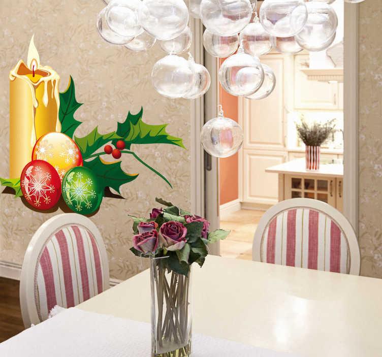 TenStickers. sticker kerstmis kerstballen kaars. Muursticker van een brandende kaars omringd met kerstballen en hulstblaadjes. Deze wandsticker brengt uw woning, of winkel in de kerstsfeer!