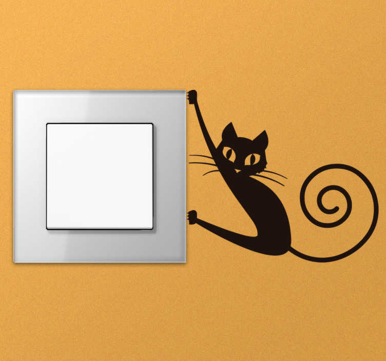 TenStickers. Schakelaar sticker kat. Decoreer alle kleine hoekjes in de kamer met deze schakelaar sticker. eze muursticker heeft een kat die zich vastklampt aan de schakelaar met een leuke gerolde staart.