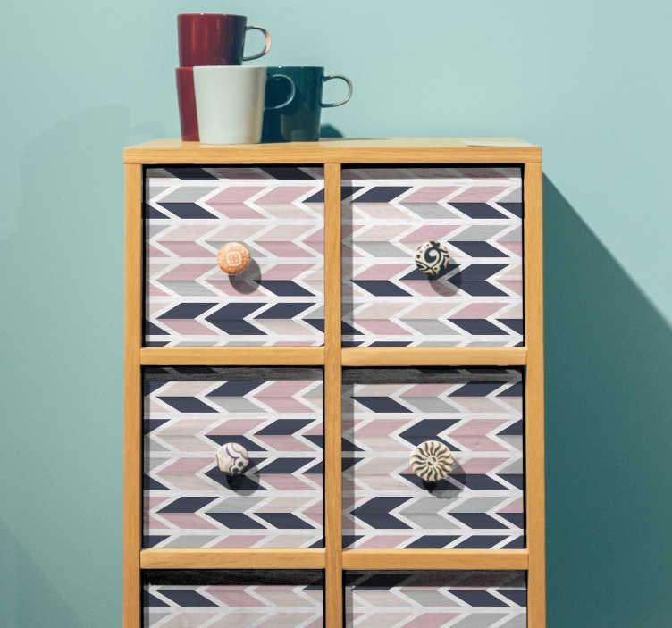 TenStickers. Meubel sticker geometrisch pijlen. Deze meubelsticker bestaat uit een geometrisch patroon met pijlen die gekleurd zijn met roze, grijze en donker blauwe tinten.
