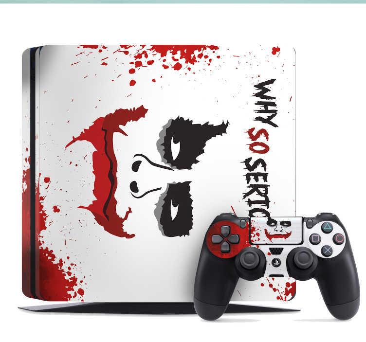 """TenStickers. Naklejka na Playstation Joker. Naklejka na Playstation z portretem Jokera i napisem """"Why so serious?"""" (""""Dlaczego tak poważnie?""""). Spraw, aby Twoje PlayStation wyglądało wyjątkowo, dzięki tej ozdobie!"""