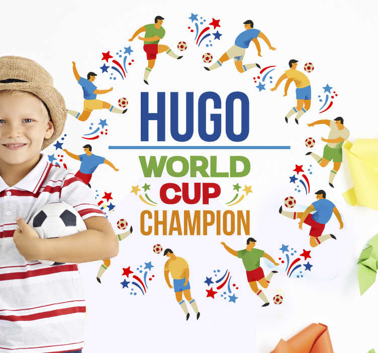 TenStickers. Sticker Coupe du Monde de Football personnalisable. Un sticker personnalisable tout spécialement créé pour la période de la coupe du monde de foot. Vos enfants adorent le football et vous cherchez un joli cadeau à leurs faire? N'hésitez plus avec ce sticker dont vous pourrez choisir le prénom.