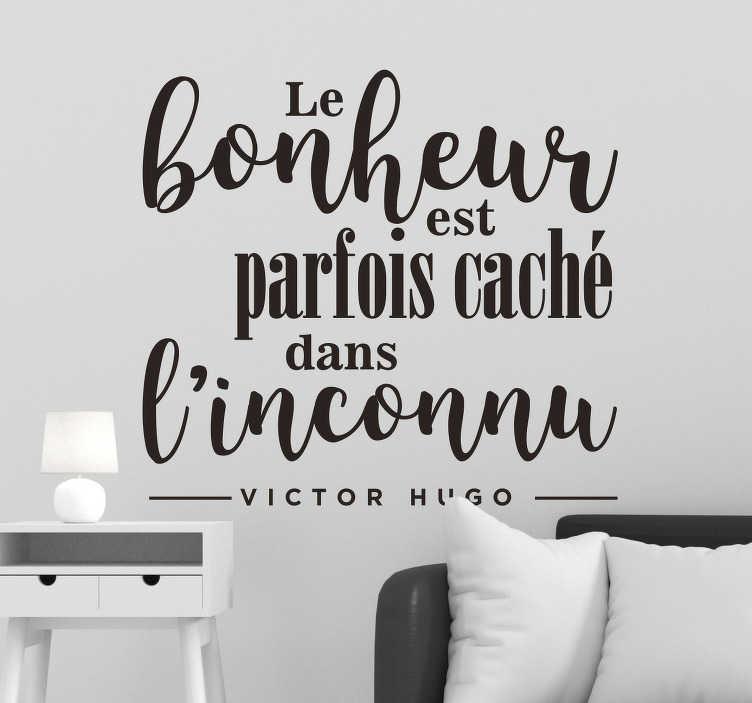 """TenStickers. Sticker citation Victor Hugo bonheur. Sticker texte inspirant tiré d'une citation de Victor Hugo """"Le bonheur est parfois caché dans l'inconnu"""". Plusieurs polices pour un résultat moderne."""