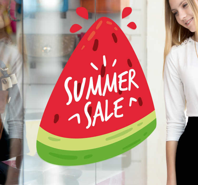 """TenStickers. Adesivo saldi estivi frutta. Simpatica e coloratissima vetrofania saldi estivi rappresentato da un'immagine di una fetta di cocomero con la scritta """"SUMMER SALE"""""""