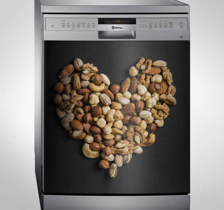 TenStickers. Naklejka na zmywarkę z orzeszkami ułożonymi w serce. Naklejka na urządzenia gospodarcze, takie jak lodówka czy zmywarka, z motywem różnego rodzaju orzechów, ułożonych na kształt serca. Odmień swoją kuchnię w tani i prosty sposób z tą oryginalną naklejką!
