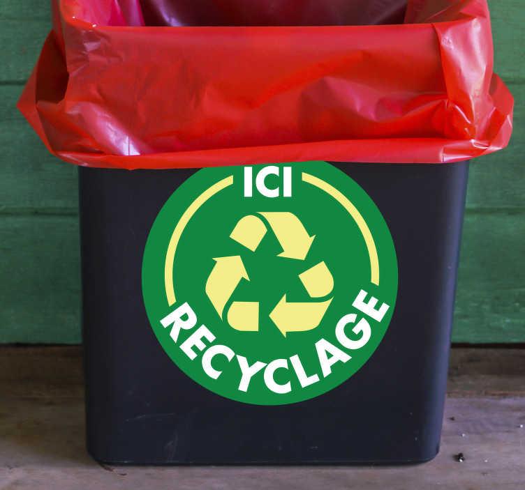 """TenStickers. Stickers Dessin Ici Recyclage. Si vous avez décidé de sauver la planète en passant au tri sélectif, ce sticker de dessin """"ici recyclage"""" sera parfait pour vos bonnes résolutions."""