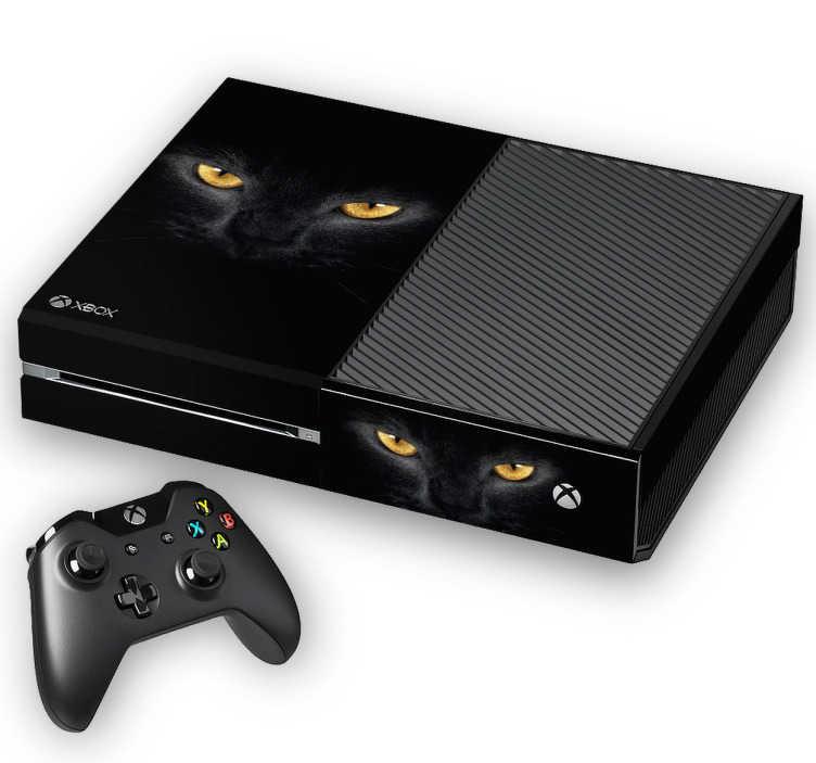 TenStickers. Naklejka na Xbox czarny kot. Naklejka na Xboxz oryginalnym motywem czarnego kota o złotych oczach! Ta oryginalna ozdoba sprawi, że Twój Xbox będzie wyglądał zupełnie wyjątkowo!