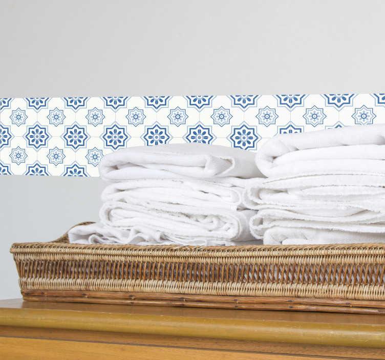 TenVinilo. Adhesivo de azulejo azul. Cenefa pared adhesiva con la recreación de una baldosa clásica con formas geométricas, tonos azules y blancos.