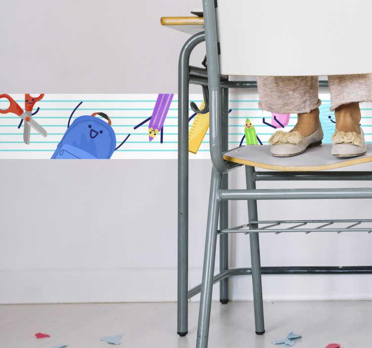 TenStickers. Frises dessins école. Sticker pour enfant représentant divers objets que possède tous les écoliers: crayons, sac à dos, ciseaux... Un sticker frise original qui vous permettra de transformer la chambre de votre enfant, ou même les salles de classes de votre établissement.