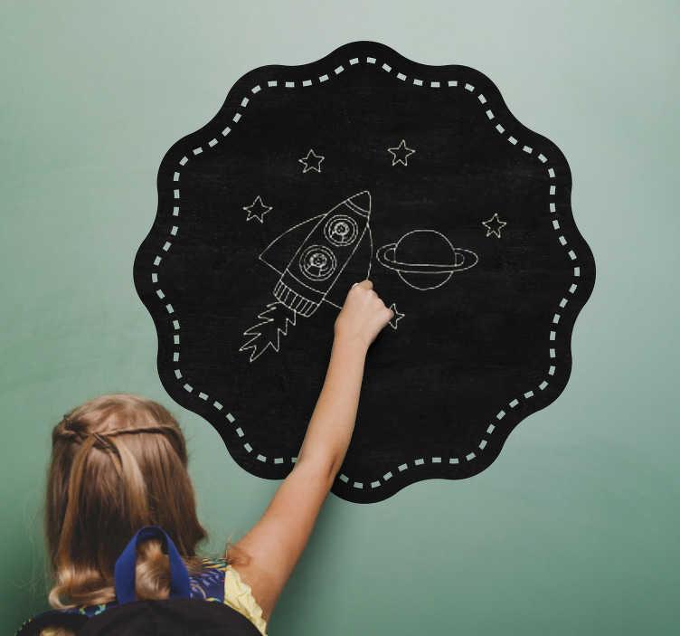 TenVinilo. Vinilo pizarra de tiza sello. Vinilos de pizarra con una forma circular ondulada, ideal para cualquier espacio de tu casa, especialmente para cuartos infantiles.