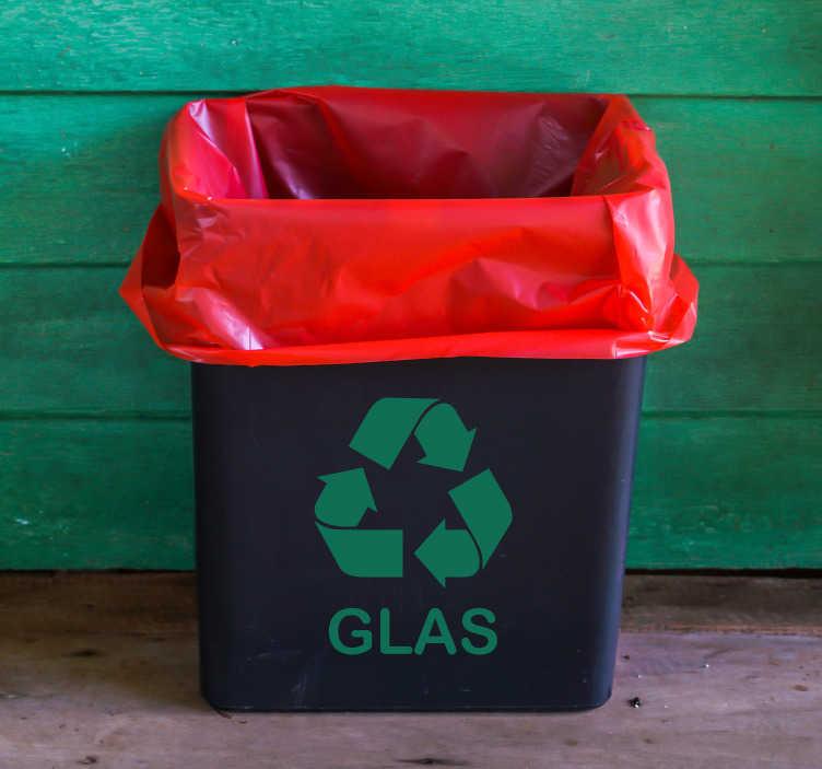 TenStickers. Recycle sticker glas groen. Deze decoratie sticker zorgt ervoor dat iedereen weet waar het glas weggegooid moet worden. Glas is een gevaarlijk soort afval die ook lang blijft.