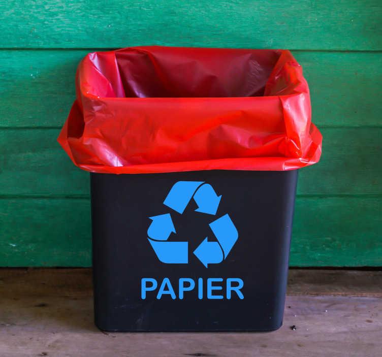 TenStickers. Sticker recycle papier. Zorg ervoor dat we minder bomen kappen met deze recycle sticker. Deze decoratie bestaat uit het standaard recycle logo met daarbij het woord papier.