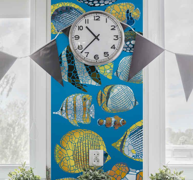TenStickers. Adesivo murale pesci tropicali. Sticker pesci colorati in stile mosaico con sfondo blu. Adesivo murale pesci ideale per gli amanti del mare e delle sua creature