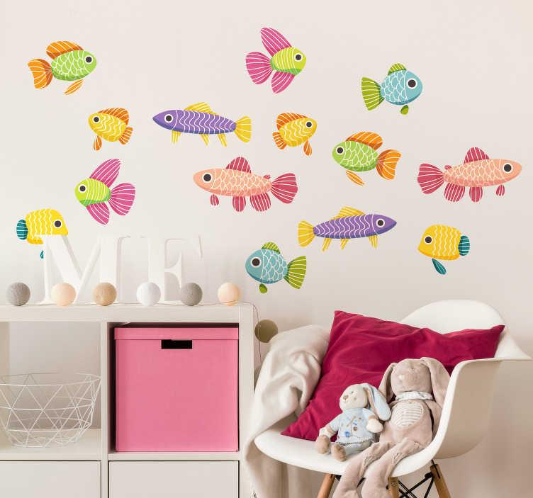TenStickers. Kinder Wandtattoo Farbenfrohe Fische. Die lustigen Aufkleber bringen Freude und laden gerne zum betreten des Zimmers ein und werden mit Sicherheit das Highlight im Zimmer!