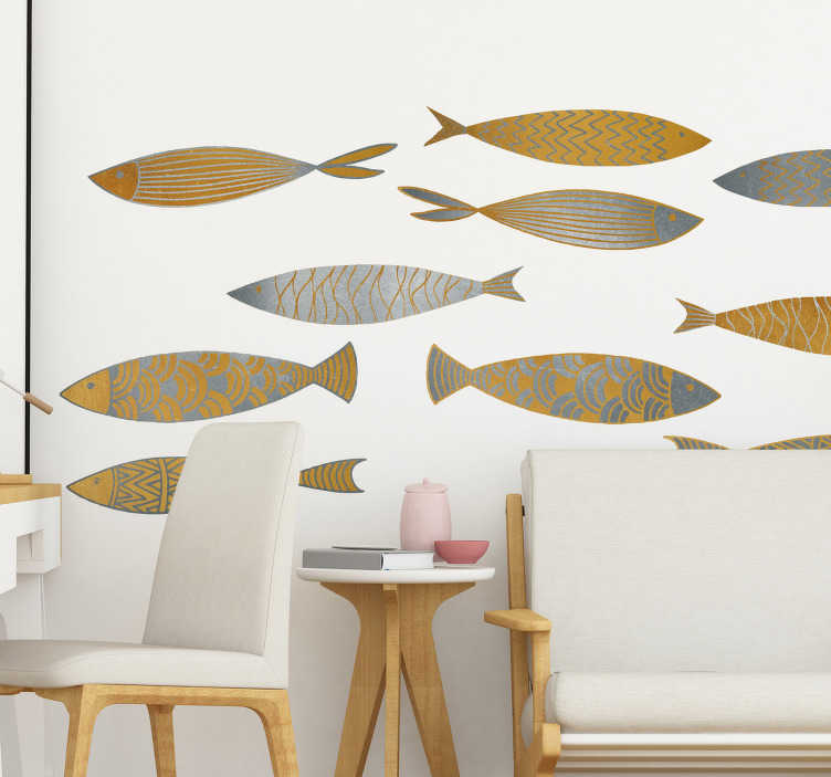 TenStickers. Muursticker gouden en zilveren vissen. Geef uw woonkamer of eetkamer een nieuwe look met deze muursticker waar gouden en zilveren vissen zijn afgebeeld. Afmetingen aanpasbaar.