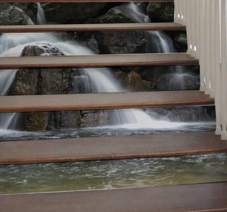 TenVinilo. Vinilo para escalera cascada de agua. Vinilos para escalones con el dibujo de una catarata en medio de un tupido bosque ideal para decorar tu hogar.