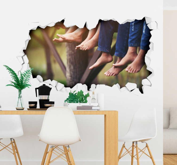 TenStickers. Naklejka na ścianę 3D dziura w ścianie z widokiem na bose nogi. Naklejka na ścianę 3D z efektem dziury w ścianie z widokiem na bose nogi ludzi. Ta oryginalna naklejka całkowicie odmieni Twój dom!